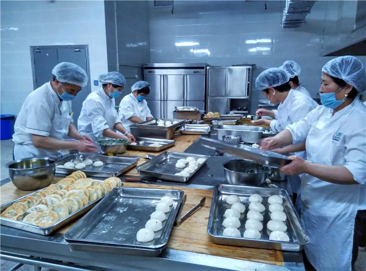 上海某学校食堂的校长身上发霉的蔬菜,所涉及的公司被免职调查