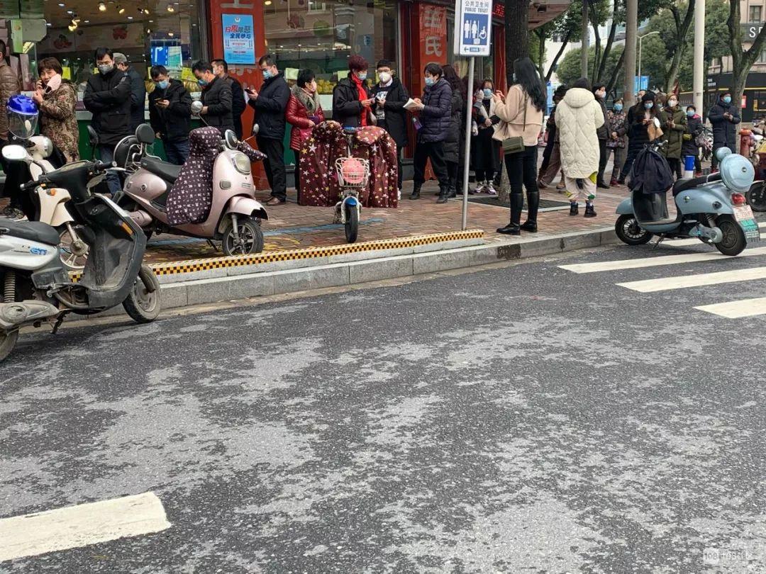 上海好药师的四家商店都收到了非法销售口罩的通知,并且全部被归档调查