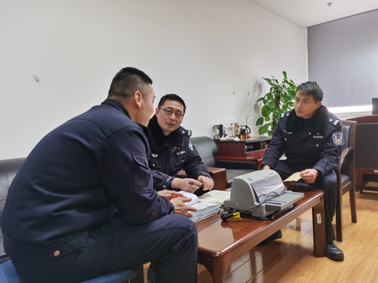 上海外遇侦查-以假乱真 !浦东警方抓获两涉嫌私制发票